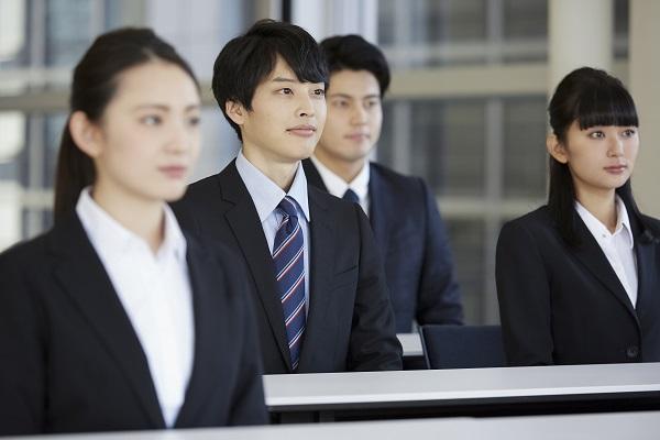 1.集合型新人研修 概要 当社セミナールーム(東京都千代田区)で実施する公開講座と、各企業に講師を派遣する講師派遣講座のどちらの形式にも対応いたします。